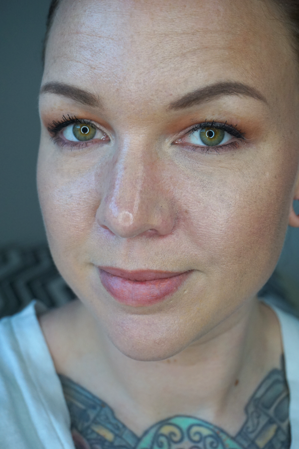 Laura-Mercier-Flawless-Fusion-Ultra-Longwear-Foundation-2N1-cashew-wear-test-4